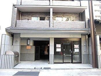 京都市営地下鉄東西線 烏丸御池駅 徒歩4分