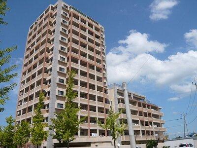 エイルマンション鍋島グランコート 医大通り沿いにそびえ立つ一際目立つマンションです!