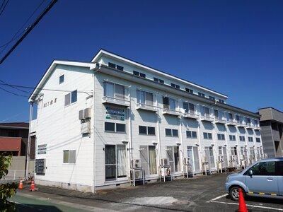 ウエストパークIII 落ち着いた色合いの2階建てアパート