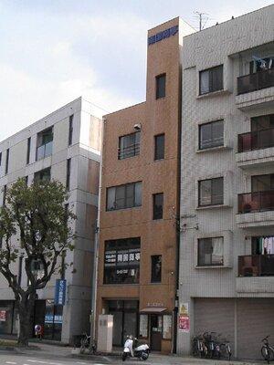 第二江草ビル 大通り沿い。