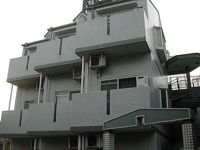シティパレス富雄元町P-3 外観もオシャレで学生さんに人気あります
