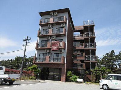サンクリエート彦根 琵琶湖沿いのマンションです