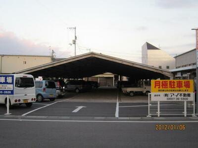 中須賀町駐車場