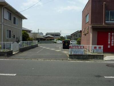 築城駅前通り駐車場