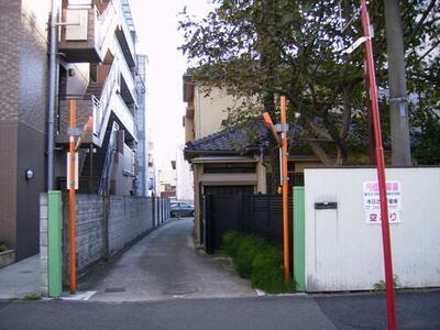 平間理化研究所貸駐車場