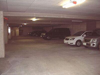 金沢文庫東パークホームズ地下駐車場