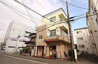 湘南ビル 3階建ての建物です。国道、堀ノ内駅までのアクセスが便利な立地にございます