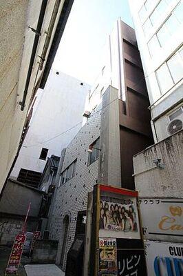 高田ビル パチンコアビバの裏にございます。