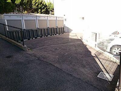 月見坂町1丁目駐車場(バイクガレージ)