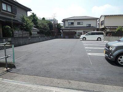 オサダ駐車場