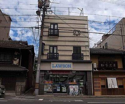 ローソン祇園安井店まで203m 観光途中にお立ち寄り下さい