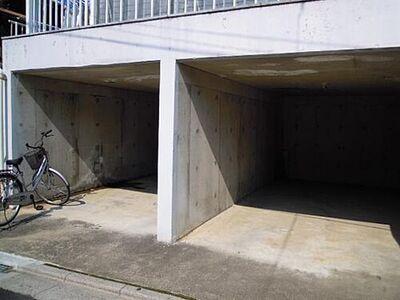 ガーデンヒカワ駐車場