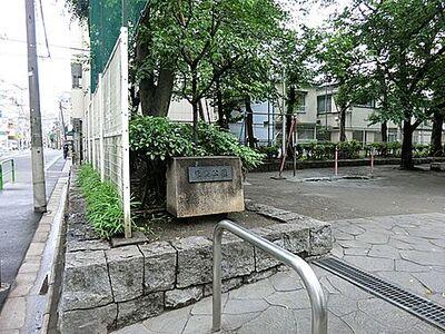 道路6m「自由設計」竜泉Selection 2013年にリニューアル。野球もできちゃう広い公園です。