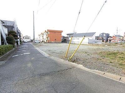 桶川市坂田東1丁目 建築条件無し売地 南側が道路に面しております。