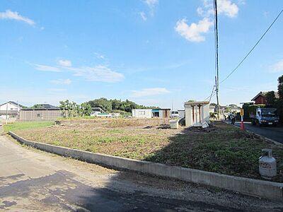土地:つくば市上ノ室、区域指定地内につき建築可能 1号地及び2号地の敷地全体。敷地北側、4.5m公道より