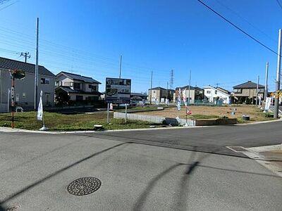 花園町第2 1期2期 建築条件付き売地 5区画 建築が始まり完成まもなくの家から更地、基礎まで様々な工程が「今だから」見れます。 現地(2019年2月上旬)撮影