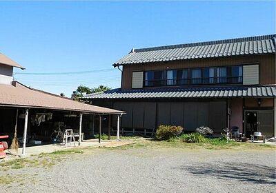 加須市北下新井300坪 築60年の家屋があります。