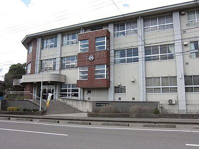 和歌山市立和歌浦小学校まで412m