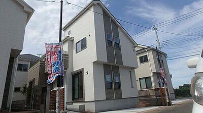 所沢市中富南3丁目・全8棟 新築一戸建 4号棟 ~設備充実~ 街並みに映えるスタイリッシュな外観。