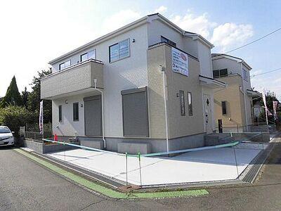 所沢市下富・全2棟 新築一戸建 2号棟 ~カースペース2台~ 東南角地の日当たりの良い立地。お気軽にご見学ください。