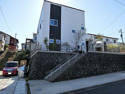 平塚市めぐみが丘2丁目 中古 4LDK 建物外観です。