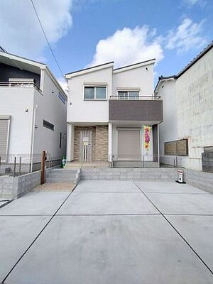 清水区二の丸町 新築戸建て B号棟 玄関前広々空間♪ お子様のプールなども楽しめます!