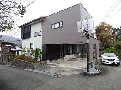 相模原市緑区中野中古住宅 ひな壇の土地に建つ大型6LDKの中古住宅です。