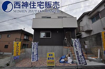 交通は、JR山陽本線「舞子駅」までバスで約10分。最寄りのバス停まで徒歩で約4分の立地となっております。現地(2020年6月28日)撮影