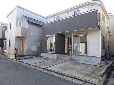 川口市安行吉岡 カースペースは広々2台分もあるリフォーム住宅です