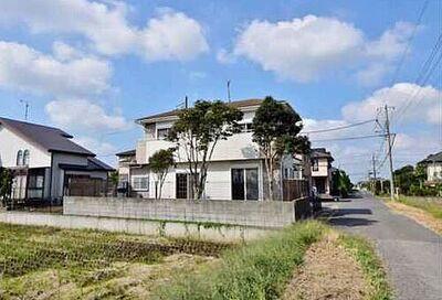 山武郡九十九里町片貝 中古戸建 お庭側には日を遮る建物がないので、日当たりは良好です