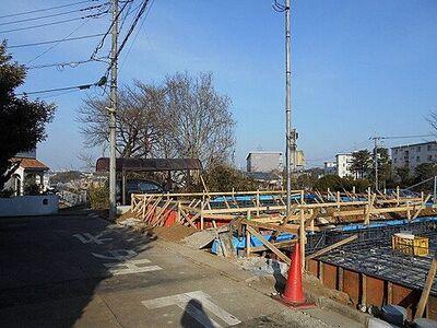 竹山1丁目 新築戸建 横浜線「鴨居」駅よりバス利用可、バス停より徒歩約5分です。