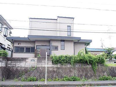 坂戸市西坂戸4丁目 中古 3LDK 建物外観です。最寄駅は東武越生線「川角」駅です。