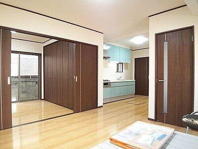 さいたま市浦和区皇山町 一戸建て 充実のリフォーム。建具も全室交換しています。