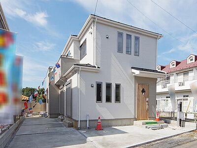 カースペース2台駐車可。狭山市狭山 新築住宅 販売現地(H29年10月撮影)