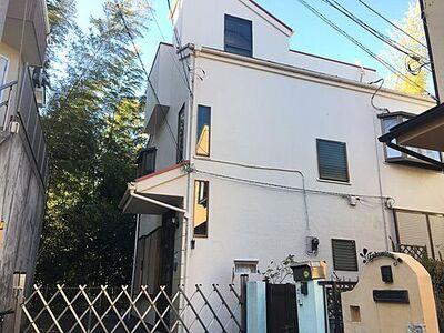 岡村2丁目中古戸建 太陽に愛された邸は、陽当り・通風に優れた魅力的で快適さを追求した邸宅でした。ここに住むからこそ意味がある。そんな特別感に浸りながら、毎日をお過ごしして欲しいです
