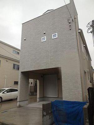 横浜市港北区大倉山7丁目 新築戸建 A号棟 3階建て新築戸建カースペースあります。