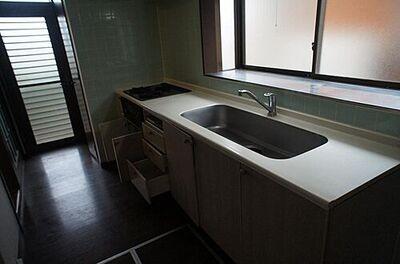 富谷市一ノ関川又山 中古 4LDK キッチンには窓があり明るく、風通し・換気も良好。