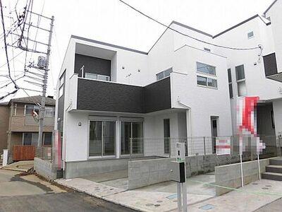 所沢市東新井町・全3棟 新築一戸建 1号棟 分譲地を訪れる方々が目を留め足を止め、入ってしまうようなスタイリッシュな外観