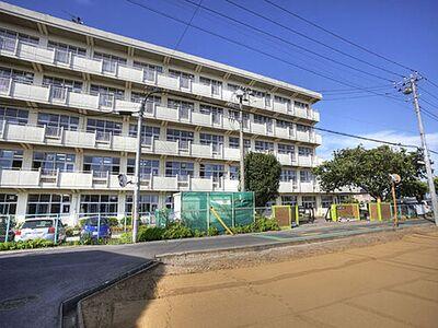 松戸市立六実第二小学校まで400m、徒歩約5分でお子様の通学も安心ですね。