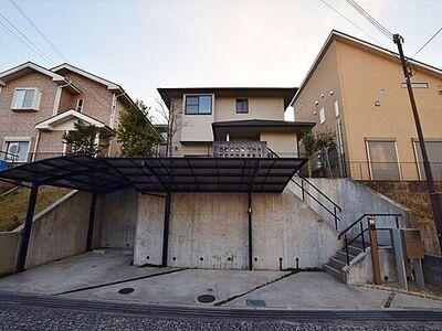 四條畷市田原台2丁目一戸建 大手ハウスメーカー施工の庭付き戸建。駐車2台可の広々スペース