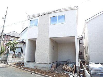 八潮市鶴ヶ曽根 新地区一戸建て 3号棟 外壁材に施されたコーティングには汚れに強い効果があり、日常の汚れからも住まいをしっかりと守ります。