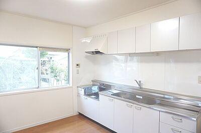 千葉市緑区おゆみ野 中古 4LDK納戸 約6帖のキッチンです。