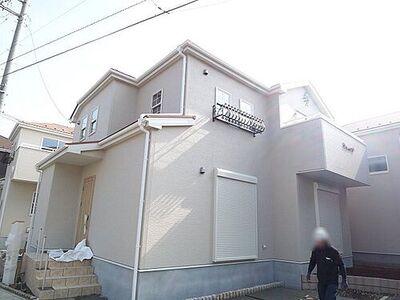上尾市壱丁目 新築一戸建て 1号棟 気になる物件が建築中でもご安心ください。ご案内の際は、モデルハウスも併せてご見学できます。