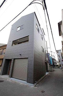大阪市城東区成育4丁目 清潔感のある現地外観。ビルドインガレージ付で雨の日でも安心。