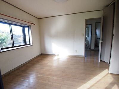 柴田郡大河原町大谷字上谷前 中古 2LDKWIC 約8帖の洋室です。