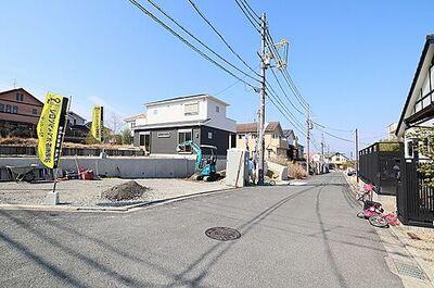 木津川市梅美台5丁目 新築戸建 1号地 (同仕様写真)前道広くお車のすれ違いもラクラク