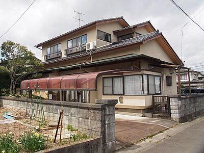 亘理郡亘理町逢隈中泉字東 中古 6LDK 建物外観です。
