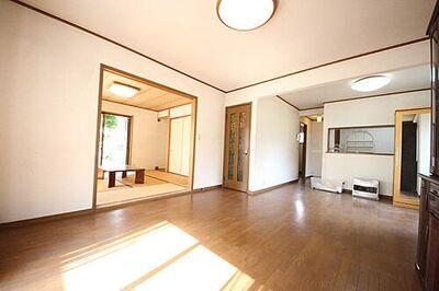 八王子市石川町 中古 ・室内リフォーム済み 即入居可能 ・吹き抜けのある広い玄関 ・南向きで日当り良好な4LDK ・駐車スペース 2台分