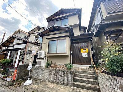 京都市伏見区醍醐鍵尾町 中古一戸建て バイクや自転車置き場がありますので、愛車の置き場にも困りませんね