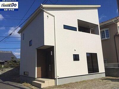 下吾川 新築戸建 白くシンプルな外観が青い空に映えます♪